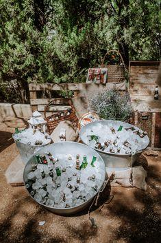 Summer Party Decorations, Diy Wedding Decorations, Marquee Wedding, Rustic Wedding, Drink Display, Pub Decor, Baptism Party, Diy Wedding Bouquet, Ideas Para Fiestas