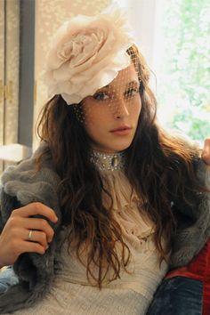 Vintage y favorecedor.  tocados  novia Vestidos Coctel fc997250400