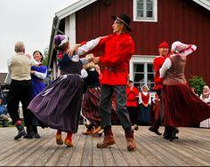 Luleå, Sweden Stockholm, Welcome To Sweden, Norwegian People, Folk Clothing, Lappland, Folk Dance, Lets Dance, Folk Music, Folklore
