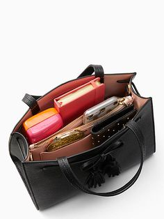 hayes street sam by kate spade new york School Bag Organization, Backpack Organization, Organization Ideas, Organizing, What In My Bag, What's In Your Bag, Leather Purses, Leather Handbags, Inside My Bag