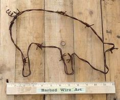Farm Pig Folk Kitchen Wall Decor Cow Rodeo Bull Sculpture by Barbed Wire Art Rustic Crafts, Country Crafts, Metal Crafts, Barb Wire Crafts, Barbed Wire Art, Art Fil, Pig Art, Pig Farming, Diy Upcycling