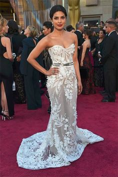 Oscars 2016: Priyanka Chopra stuns red carpet in an elegant gown by Lebanese designer