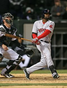 CHICAGO, IL - APRIL 16: Jackie Bradley Jr. #25 of the Boston Red Sox gets the game-winning hit, a two run double in the 14th inning, against the Chicago Whtie Sox at U.S. Cellular Field on April 16, 2014 in Chicago, Illinois. The Red Sox defeated the White Sox 6-4 in 14 innings. (Photo by Jonathan Daniel/Getty Images)