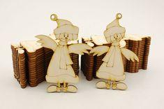 W galeriach przygotowania do zimowych dekoracji ruszyły pełną parą ❄️ za to u nas kilka nowości - w pracowni pojawiły się zimowe aniołki 😇 bardzo podobne z wyglądu, pewnie rodzeństwo (albo nawet bliźniaki) 🤔 #christmas #angel #homedecor #handmade #swieta #święta #bozenarodzenie #bożenarodzenie #anioł #aniołki #aniol #aniolki #wood #woodcut #woodengraving #woodworking #plywood #drewno #sklejka #birch #laser #lasercut #lasercutting #laserengraved #engraving #grawer #grawerowane #grawnet Wood Cut, Place Cards, Place Card Holders, Home Decor, Decoration Home, Room Decor, Home Interior Design, Home Decoration, Interior Design