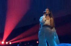 "Grande Katakan Dirinya ""Hancur"" Pasca Serangan Bom Manchester : Bintang ""pop"" Ariana Grande mengatakan dirinya ""hancur"" lima jam setelah ledakan bom menewaskan 22 orang serta melukai puluhan lagi pada pergelarannya di Manchester I"
