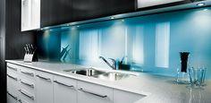 Kitchen colors backsplash blue walls for 2019 Glass Kitchen, New Kitchen, Kitchen Modern, Kitchen White, Kitchen Splashback Inspiration, Splashback Ideas, Kitchen Wall Panels, Acrylic Wall Panels, Blue Backsplash