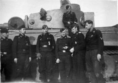 Crew of early Tiger (H) from schwere Panzer-Abteilung 508.