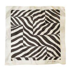 Le #foulard de #soie carré rayé noir et blanc - Prix 124 euros TTC - En stock #rayures #N&B