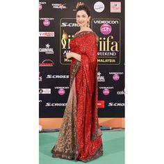 Deepika Padukone look gorgeous in saree❤ as compare to other Bollywood actress Maroon Saree, Saree Look, Red Lehenga, Lehenga Choli, Sabyasachi Sarees, Bollywood Saree, Bollywood Fashion, Indian Sarees, Bollywood Actress