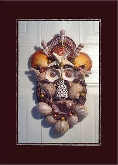 Coastal   Sea Shell Wall Mask is 11 tall x 6 wide. Saw tooth hanger on back. Glossed  will be signed. One of a kind, handmade, new for 2017.   This is a plaque to decorate a wall, this is not a wearable mask.   I started with a 7x5 oval wood base. Shells used calico scallops, turetellas, rose cocklesn brown nassarius, knobby starfish, harpa davidus, conus, rapanas, fig shells, sun dials for eyes, bursa cremena, a little corn ball shell, yellow  orange glass pearls. Edge of base painted brown…
