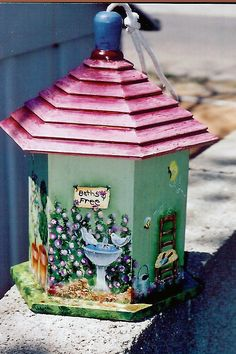 another view same birdhouse