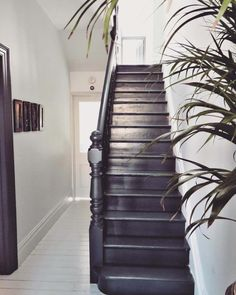 HOME & DECOR Black painted staircase, Farrow & Ball Railing stairs, painted floors. Black Painted Stairs, White Painted Floors, Painted Floorboards, Black Floorboards, Black Floor Paint, Design Hall, Flur Design, Black Staircase, Staircase Design