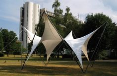 Prof. Mollaert's studio last year built a temporary, transportable canopy, a project that proved especially successful as the University found many uses for it during the year. Photo: VUB–Department of Architecture