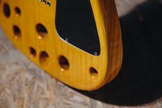 Emental - Elektrická gitara - Barbtone elektrická gitara vyniká nie len zvukom, ale aj dizajnom. Je vyrobená z dvoch kusov európskeho jaseňa, hmatnik z ebénového dreva a krk z kanadského javora.