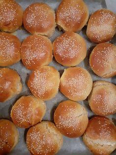 Greek Recipes, Pretzel Bites, Hamburger, Bread, Food, Eten, Greek Food Recipes, Hamburgers, Bakeries