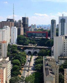 Avenida 9 de Julho by @theuncaptured  #saopaulocity #EuVivoSP #9dejulho Central America, South America, Urban Concept, City O, Sao Paulo Brazil, Outside World, Classic Architecture, Street Photo, Seattle Skyline