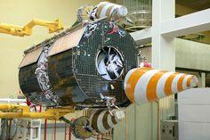Družice systému Goněc-M v montážní hale. Foto: Zdroj Roscosmos a Eurockot