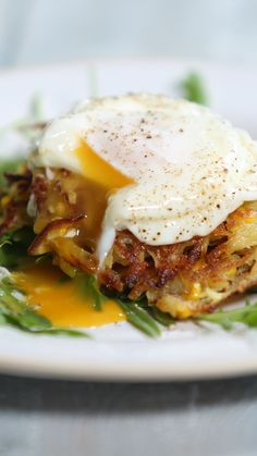 Recipe with video instructions: Serve this with a poached egg and rocket for an epic brunch. Ingredients: 2 baking potatoes, peeled and grated, 1 sweet corn cob, kernels cut off with a knife,. Breakfast Desayunos, Egg Recipes For Breakfast, Mexican Breakfast, Breakfast Sandwiches, Vegetarian Bake, Vegetarian Recipes, Healthy Recipes, Brunch, Potato Rosti Recipe