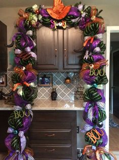 Este artículo no está disponible Halloween Door Swag, Halloween Mantle Swag, Halloween Door Decor.About All swags could vary depending on availability of products. Halloween Front Doors, Halloween Mesh Wreaths, Easy Halloween Decorations, Halloween Home Decor, Holidays Halloween, Halloween Crafts, Halloween Trees, Halloween Lanterns, Outdoor Decorations