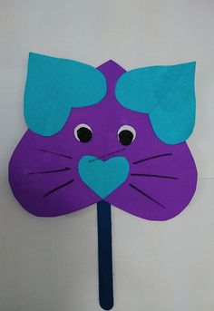 Looking for ways to keep your toddler engaged? Check out this very easy cat craft for toddlers. This colourful craft is great for your child.