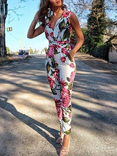 Shop Jumpsuits Floral Print Deep V Neck Slinky JumpsuitSolid Cut Out Spaghetti Strap Wide Leg Capri JumpsuitShop Jumpsuits Short Sleeve Casual Jumpsuit With BeltBoutiquefeel - Shape Your Wardrobe / Women's Fashion OnlineShop Mesh Insert Open Back Sli Trend Fashion, Look Fashion, Fashion Outfits, Womens Fashion, Fashion Clothes, Jumpsuit Outfit, Floral Jumpsuit, Ladies Jumpsuit, Capri Jumpsuit
