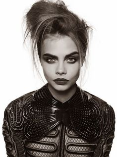 Cara Delevigne messy updo~her makeup
