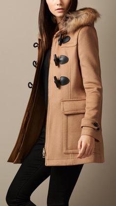 Duffle-coat ajusté avec bordure en fourrure amovible Camel Nouveau | Burberry