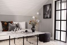 Susan Törnqvist – Interior By Susan Compact Living, Decor, Lysekil, Interior, New Homes, Tv Room, Diy Entryway Bench, Home Decor, Built In Bench