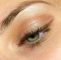 The colorful eyeliner: Which color should highlight my eyes? - Make-up Ideen - Eye Makeup Hazel Eye Makeup, Simple Eye Makeup, Makeup For Green Eyes, Eye Makeup Tips, Skin Makeup, Makeup Ideas, Eyeliner Makeup, Makeup Tutorials, Winged Eyeliner