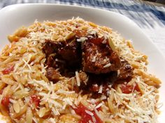 Veal with tomato sauce and orzo baked in the oven is traditionally a Sunday dish that is served at lunch time when all the members of the family gather and enjoy a leisurely meal. Orzo is the Italian name of this small pasta, and in Greek it is calle