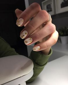 In search for some nail designs and ideas for your nails? Here is our list of must-try coffin acrylic nails for stylish women. Classy Nails, Stylish Nails, Simple Nails, Cute Nails, Pretty Nails, Acrylic Nails, Gel Nails, Nail Polish, Coffin Nails