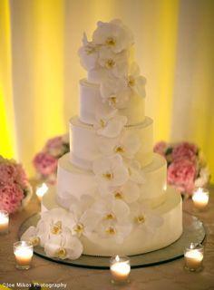 Orquídeas en el pastel. Esta la guardé por los detalles alrededor de la torta