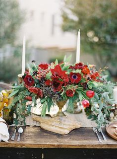 // Floral centerpieces for wedding table settings - Wedding set up inspiration Red Wedding Flowers, Red Flowers, Floral Wedding, Wedding Colors, Wedding Set Up, Wedding Blog, Wedding Tables, Wedding Ideas, Red Fall Weddings