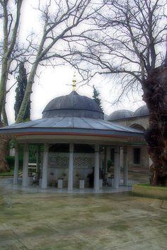 Şadırvan (Validei Atik Mosque's fountain)