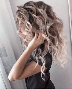 Love these curls! & her hair color! Love Hair, Great Hair, Brown Blonde Hair, Blonde Highlights Curly Hair, Blonde Brunette, Curly Blonde, Hair Color And Cut, Pretty Hairstyles, Hairstyle Ideas