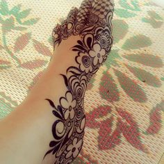 Are you crazy about the best and latest stylish leg mehndi designs? Leg Henna Designs, Wedding Henna Designs, Khafif Mehndi Design, Floral Henna Designs, Mehndi Designs For Girls, Modern Mehndi Designs, Mehndi Design Pictures, Dulhan Mehndi Designs, Beautiful Henna Designs