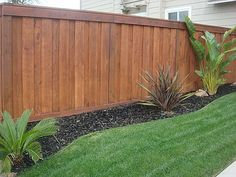 Backyard Landscaping Along Fence Gates 47 Ideas Landscaping Along Fence, Backyard Fences, Backyard Projects, Backyard Landscaping, Landscaping Ideas, Fenced In Backyard Ideas, Garden Fencing, Wood Privacy Fence, Privacy Fence Designs
