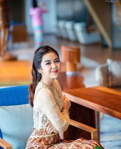 Burmese Girls, Girl Face, Traditional Dresses, Art Girl, Actresses, Models, Anime, Beautiful, Beauty