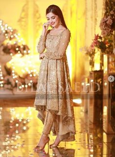 MAya Ali is a renowned Pakistani actress, model and VJ. Here we have pictures of Maya Ali at her Friend's Reception. Have a look to them. Pakistani Fashion Party Wear, Pakistani Wedding Outfits, Pakistani Wedding Dresses, Bridal Outfits, Pakistani Bridal Couture, Party Wear Lehenga, Dress Party, Shadi Dresses, Pakistani Formal Dresses