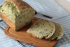 Nur eine glückliche Fügung hat mich vergangenen Freitagabend dazu verleitet dieses feine Brot zu backen. Ursprünglich hatte ich mir für den Abend vorgenommen das einfachste Brot der Welt in den Ofe…