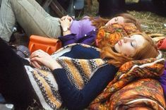 This year marks the anniversary of the legendary Woodstock music festival that took place in Bethel, New York in The watershed event entailed three days of peace, love, music, and a whole lot of inspiring style. Woodstock Music, Woodstock Festival, Rolling Stones Concert, Relaxing Images, Eartha Kitt, Psychedelic Pattern, Girl Sleeping, Janis Joplin, 70s Fashion