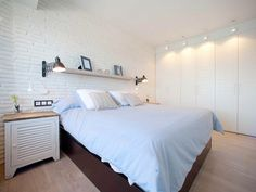 El estudio Sube Interiorismo adaptó un piso en Lequeitio, Vizcaya, a las necesidades y gustos de un escritor.
