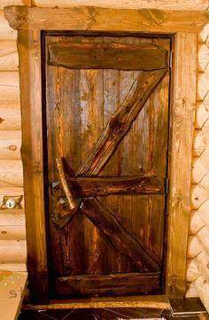 Деревянные двери под старину будут всегда в тренде