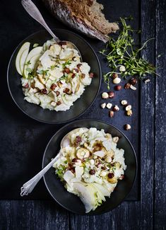 En lunende skål risotto går man aldrig galt i byen med. Det er hurtigt og billigt nok til, at det kan bikses sammen til hverdag. Samtidig er det fancy og festligt nok til, at det er oplagt at serv…