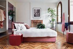 Wenecja to jedno z najchętniej odwiedzanych przez turystów miast świata. Romantyczne kanały, piękne zabytki i kuszące muzea – czarowi Serenissimy trudno się oprzeć. Tym, którzy marzą o odwiedzeniu tego miasta w wyjątkowym stylu z pewnością przypadnie do gustu luksusowy apartament Casa Flora.