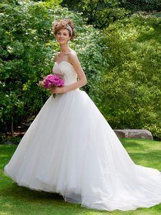ノバレーゼ(NOVARESE) たっぷりチュールのプリンセスドレス