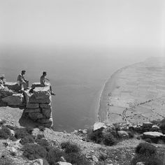View to Perissa (Thera or Santorini, Robert A. Greece Pictures, Old Pictures, Old Photos, Vintage Photos, Vintage Posters, Ballet Music, Santorini Island, Santorini Greece, Lights