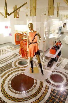 Versace re-designed store Paris, Avenue Montaigne - new interior concept New Interior Design, Interior Concept, Visual Merchandising, Elysee Palace, Gianni Versace, Donatella Versace, Luxury Store, Retail Store Design