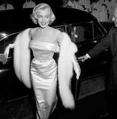 Monroe At Premiere: 1954: EXCLUSIVE Marilyn Monroe (1926 - 1962) arriving at the premiere of the film 'There's No Business like Show Business'.