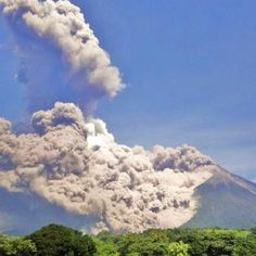 """From """"Citizens Document Massive Volcano Eruption in Guatemala"""" story by Mashable on Storify — http://storify.com/mashable/citizen-document-massive-volcano-eruption-in-guate"""